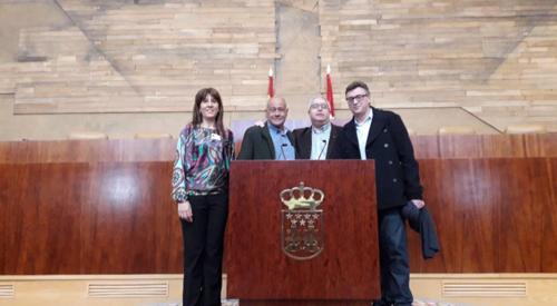 Helena y Diego en la Asamblea de Madrid